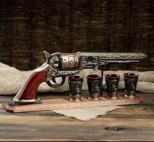 Кольт бутылка, револьвер на деревянной подставке,подарок мужчине