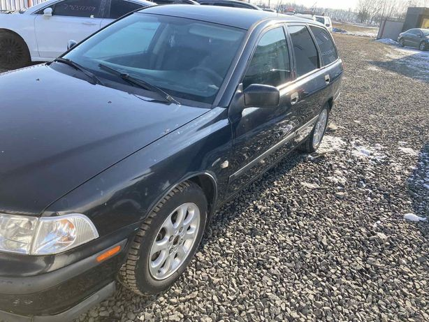Volvo v 40    1500 $