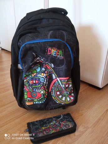 Plecak szkolny na kółkach + piórnik
