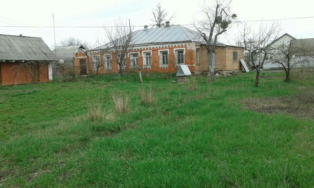 Дом в центре г. Богуслав Киевской обл. с большим земельным участком