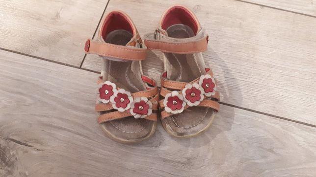 Sandałki dziewczęce R.22