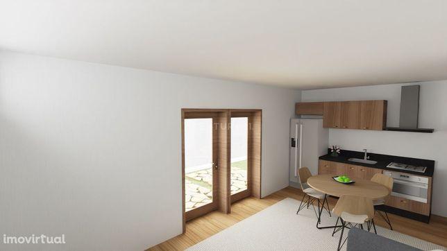 Casa em pedra na zona do Geres com churrasqueira e jardim interior