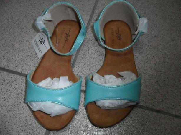 Sandálias menina novas