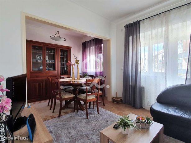 Excelente apartamento T2 no centro da Vila de Palmela, com vista caste