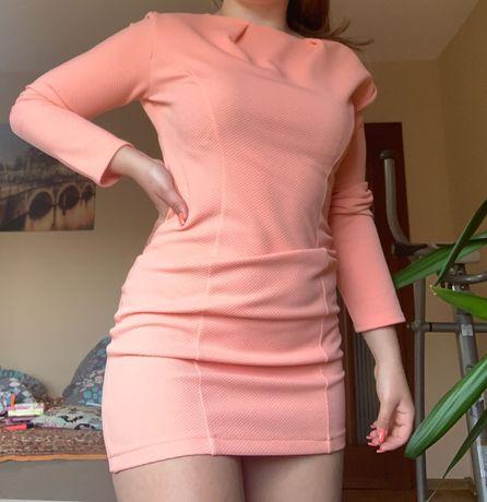 Śliczna sukienka pikowana