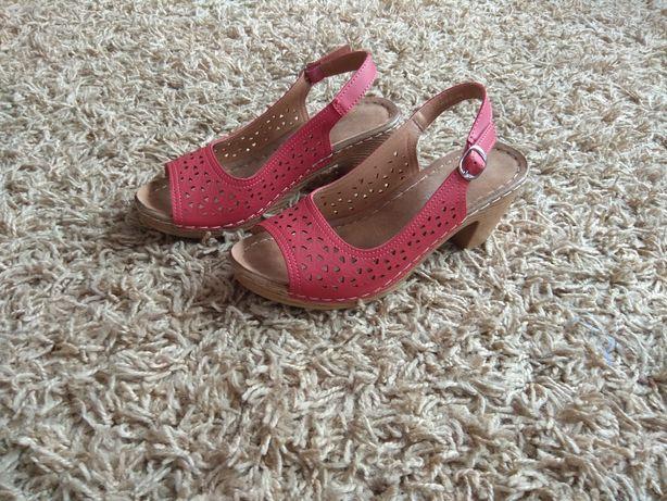 Czerwone sandałki 40 NOWE