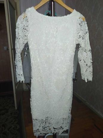 Платье из плотного кружева