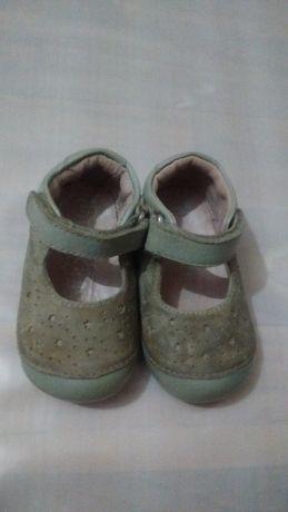 Кожаные босоножки туфельки 19 размер на девочку