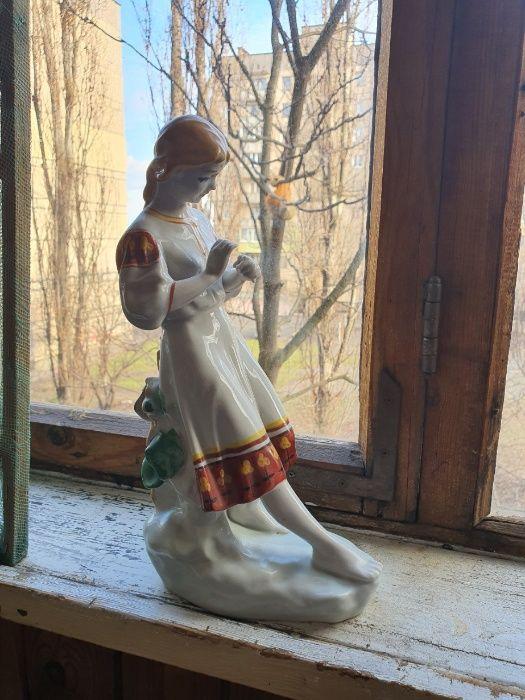 Статуэтка фарфоровая Девушка с ромашкой Кривой Рог - изображение 1