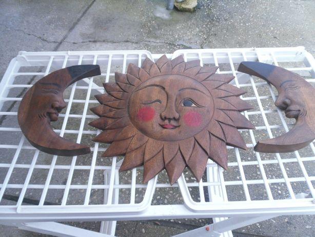 Sol e luas em madeira