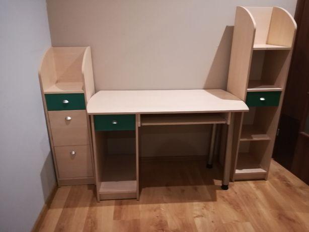 biurko i dwa regały
