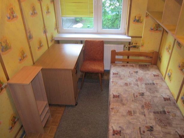 Bartodzieje pokój jednoosobowe na 1 piętrze 4-piętrowego bloku