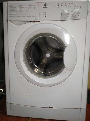 Стиральная машина автомат Indesit WISN 821 на запчасти или починить