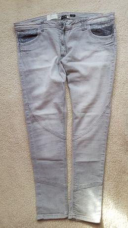 Bardzo zadbane spodnie rurki CHEROKEE w rozm.52/54