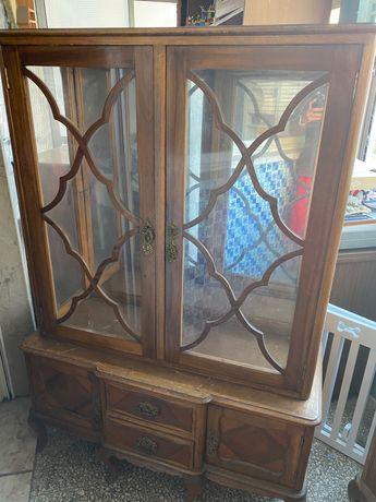 Móveis antigos, para venda
