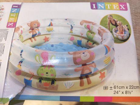 Надувной бассейн Intex для ребенка.