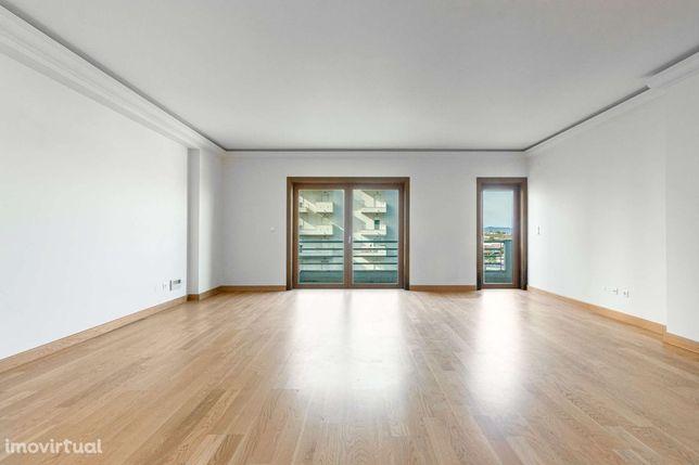 Apartamento T3 para arrendamento sem móveis em Alfragide