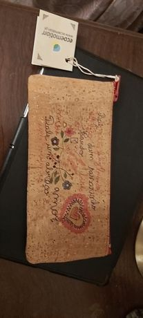 Estojo / bolsa de cortiça portuguesa com etiqueta