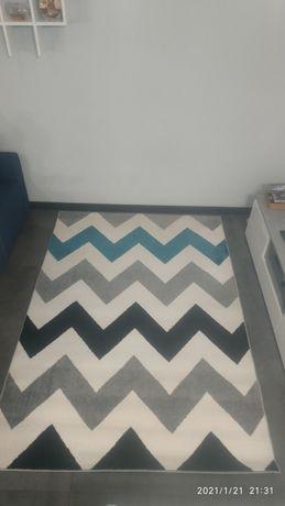 Гарний сучасний килим