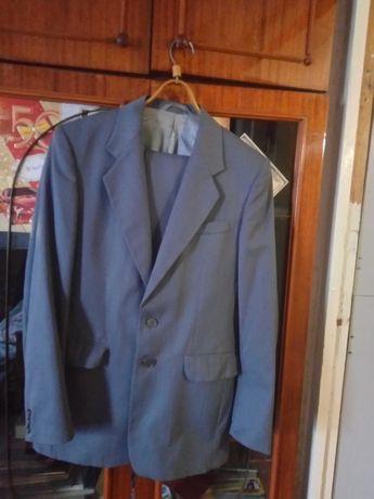 Продам костюм 48 размер