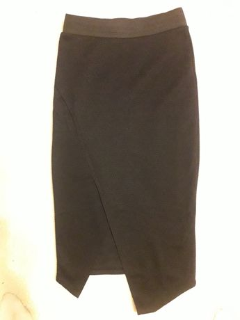 Черная юбка карандаш с разрезом