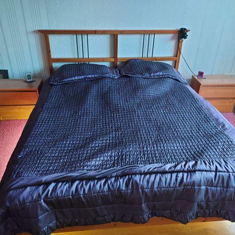 Narzuta pikowana na łóżko fioletowa o rozmiarze 160 cm szer.