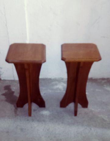 Vendo 2 bancos em madeira