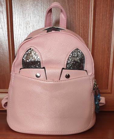Розовый красивый рюкзак