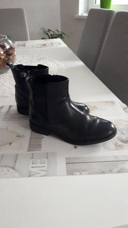Продам чобітки на дівчинку   р.33,5  ,Clarks ,Індія