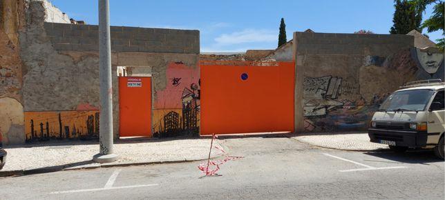 Terreno murado na Av 18 junho em Olhão - Arrenda se
