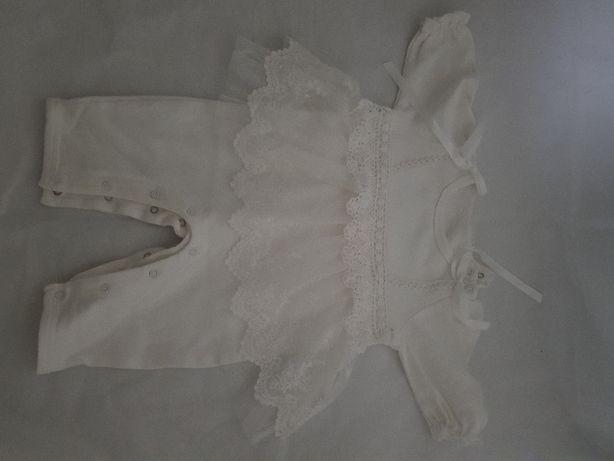 Białe ubranko na chrzest dla dziewczynki w rozmiarze 62/68