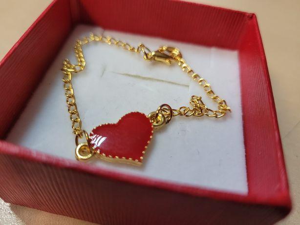 Bransoletka, prezent, serce, kolor złoty. Dzien kobiet