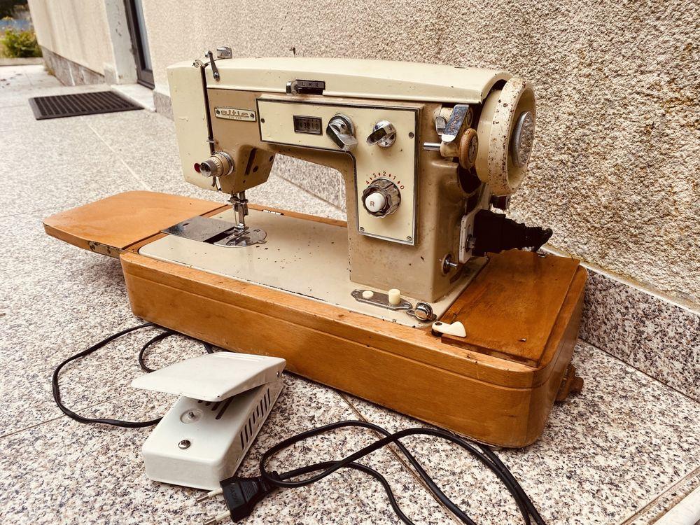 Maquina de costura aintiga