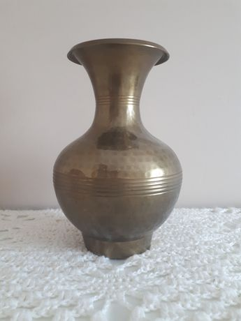 Mosiężny wazon.