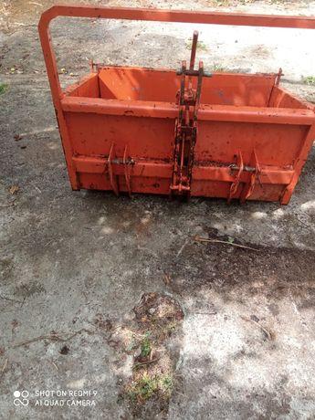 Caixa de carga para tractores,com um metro no interior