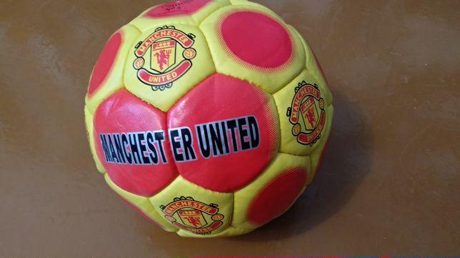 Футбольная мяч новый