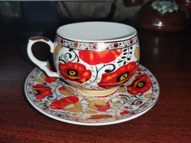 Оригинальная чашка и блюдце 800 руб