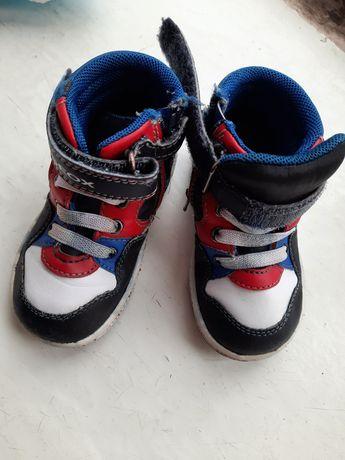 Взуття дитяче на хлопчика