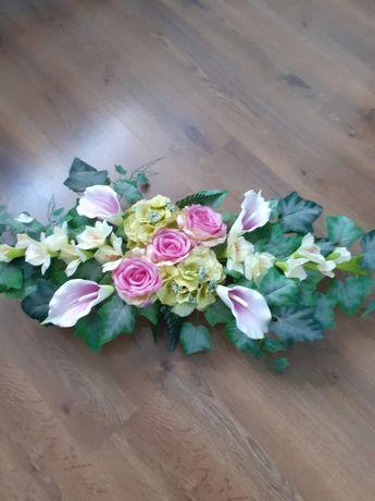 Stroiki wykonane ze sztucznych kwiatów