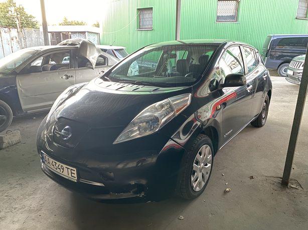 Nissan leaf 2013год