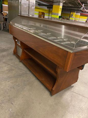 Buffet quente e frio e arca frigorífica