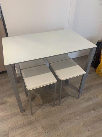 Mesa cozinha extensivelem vidro pes lacados cinza e 4 bancos em pele