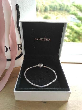 Pulseira Pandora fecho em coração