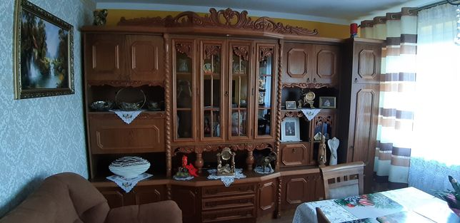 Meble do salonu eleganckie drewniane komplet