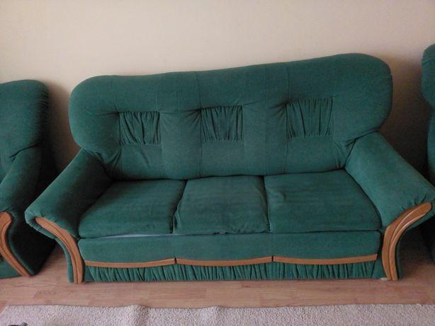 Sofa z dwoma fotelami.
