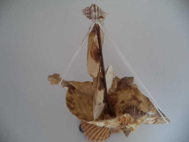 Peça Decorativa ( Barco Búzio )  Antigo