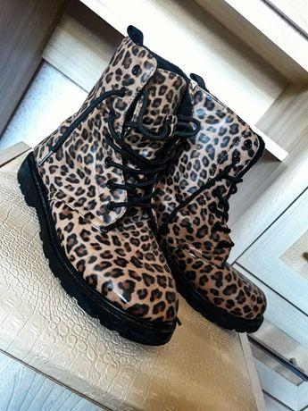 Леопардові чобітки