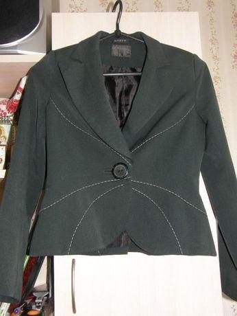 Продаю школьный пиджак Бозер на девочку 34р. темно зеленый цвет