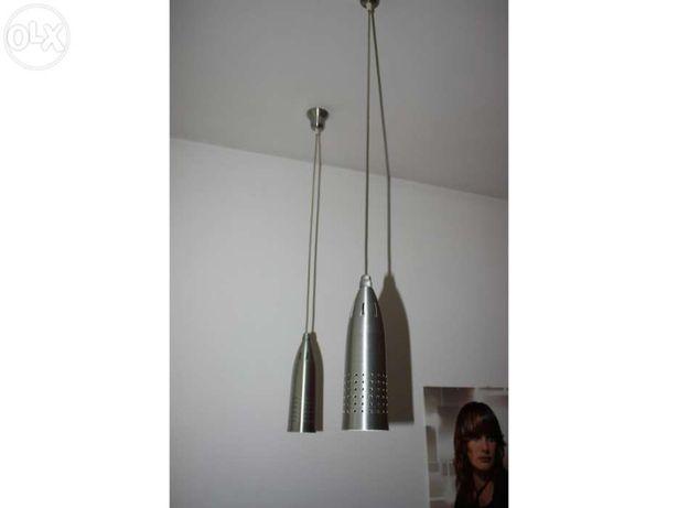 Dois candeeiros com lâmpadas economizadoras incluídas