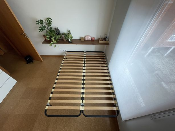 Cama de Casal Ikea 140x200cm. De metal, com estrado.
